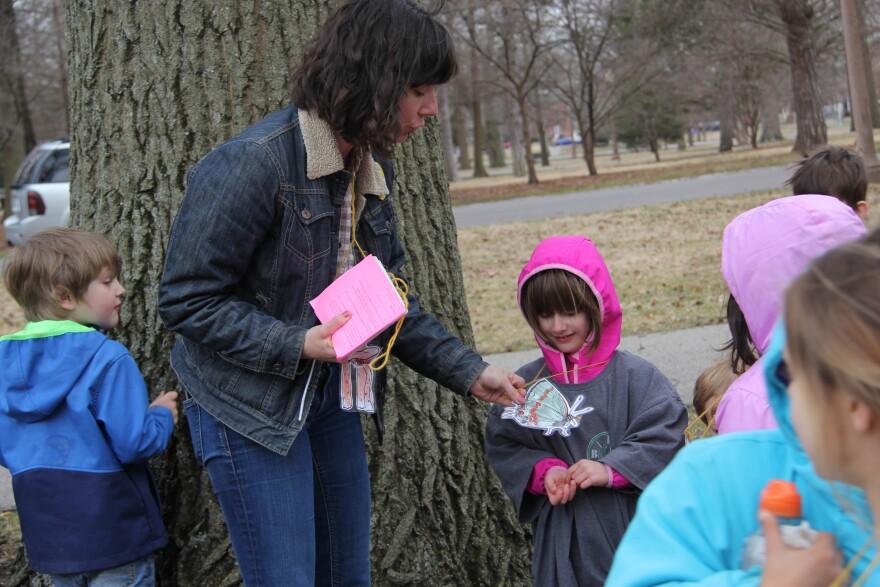 Outdoor educator Cara Murphy teaching a nature class in Tower Grove Park.