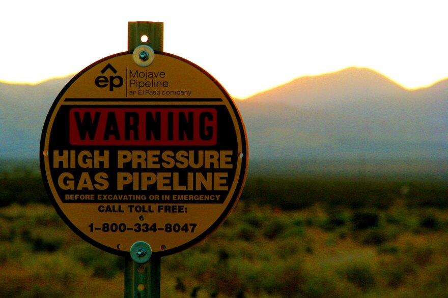 pipline-warning-sign_fcc-rstowe_09232008.jpg