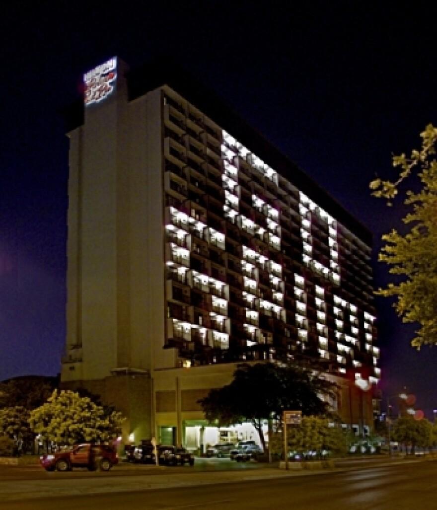 Hilton-Go-Spurs-121211.JPG