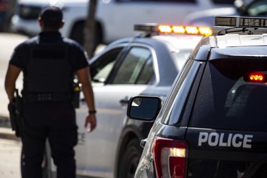 La ciudad ha contratado a un consultor para investigar el racismo y la intolerancia en el Departamento de Policía de Austin.