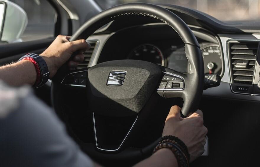 steering_wheel_fast_car.jpg