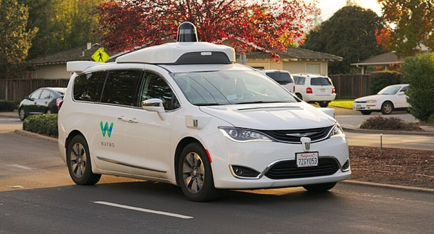 640px-waymo_chrysler_pacifica_in_los_altos__2017.jpg