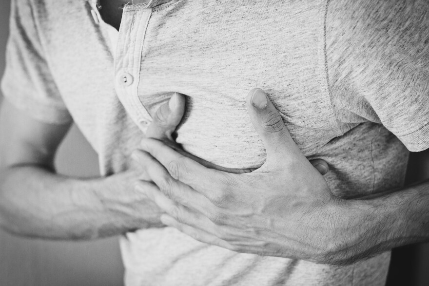 Chest pain is among the symptoms some college-age students experienced up to 50 days post being diagnosed with COVID-19.