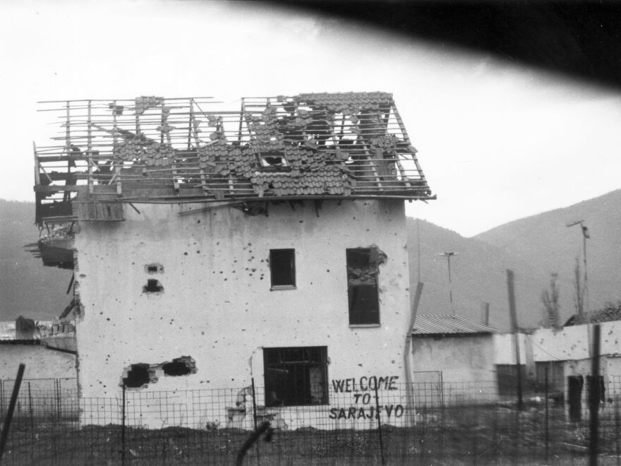 """A damaged building, with graffiti saying """"Welcome to Sarajevo"""" on Oct. 2, 1993."""