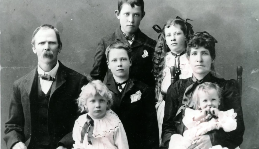 arnold_family_photo_ca_1905.png