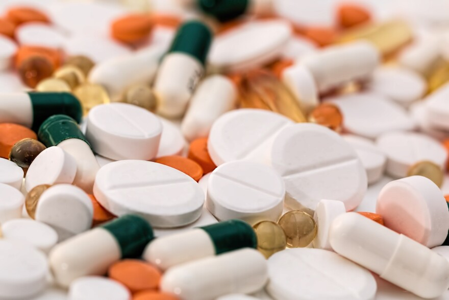 pills-drugs-medicine-asprin-headache-1540220_1920.jpg