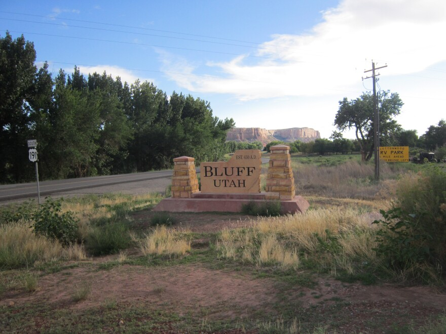 Photo of a sign welcoming people to the city of Bluff in Utah