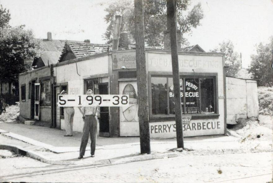 1940_Perry's_Barbecue_19th_and_Highland_KC_History.jpg