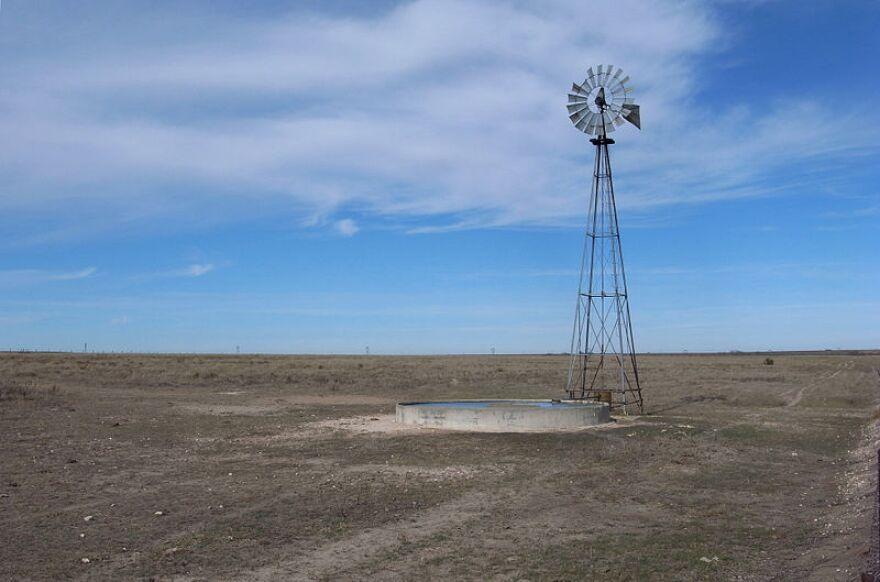 800px-Buffalo_Lake_Texas_Windmill_2009.jpg