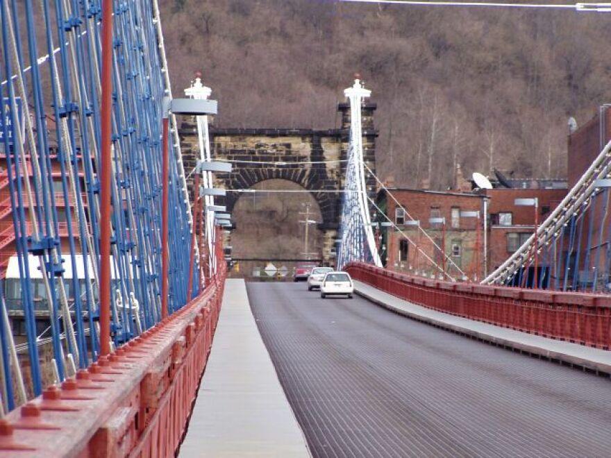Wheeling_Suspension_Bridge_Wheeling_West_Virginia.jpg