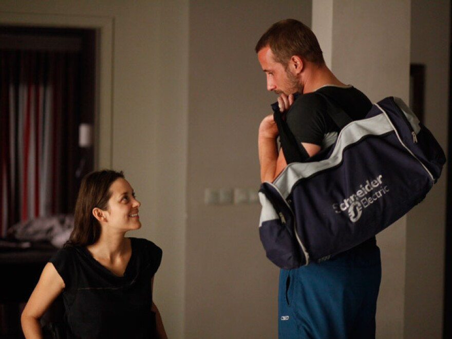 Ali (Matthias Schoenaerts) and Stephanie grow closer after a terrible accident claims her livelihood — and her legs.