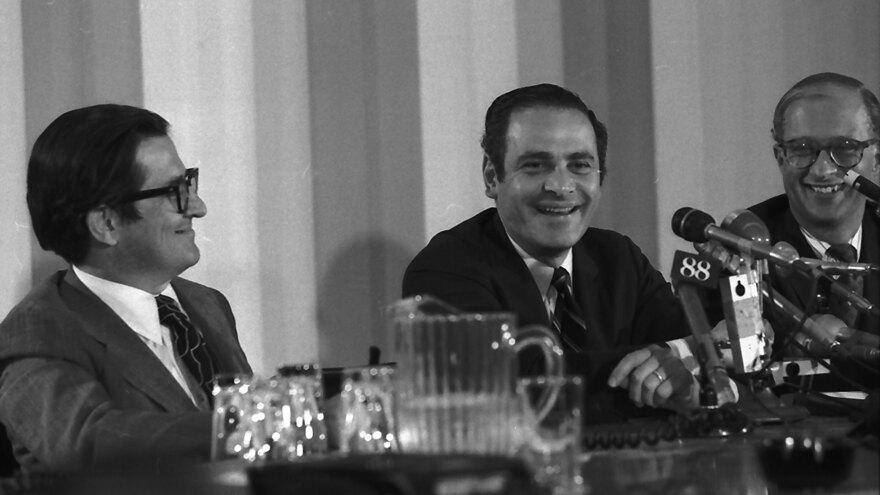 Former <em>New York Times</em> president and publisher Arthur Ochs Sulzberger, center, died on Saturday. He was 86.