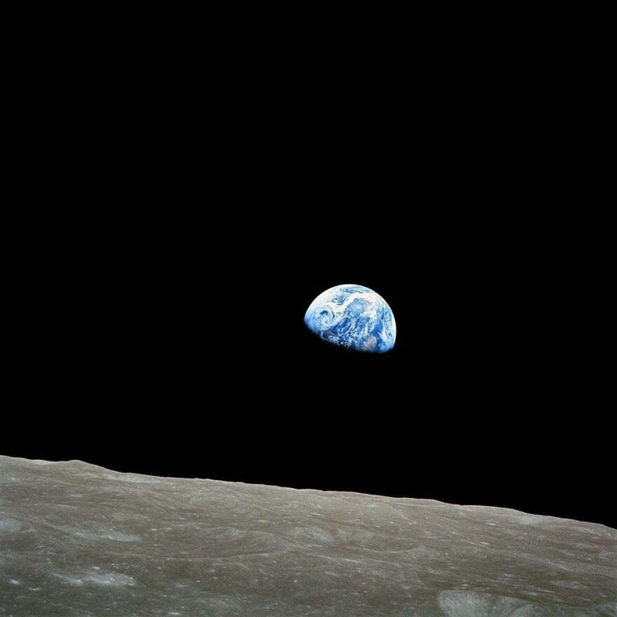 NASA-Apollo8-Dec24-Earthrise-1968.jpg