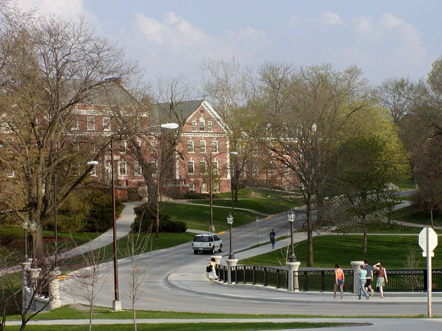 800px-Roberts_Residence_Hall_Iowa_State_University.jpg