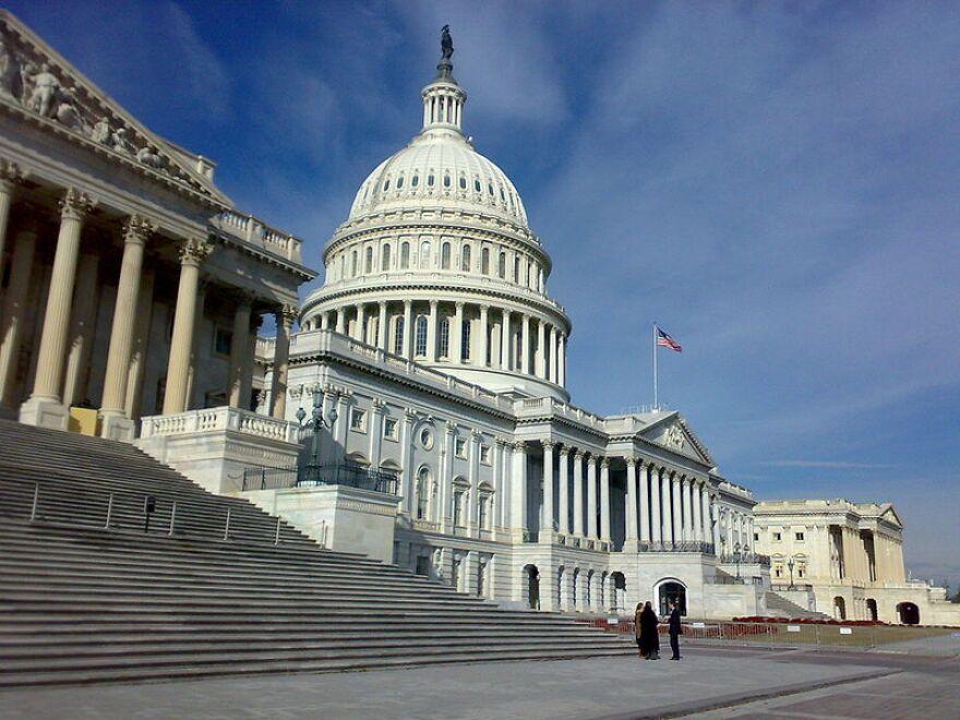 800px-US_Congress_02.jpg