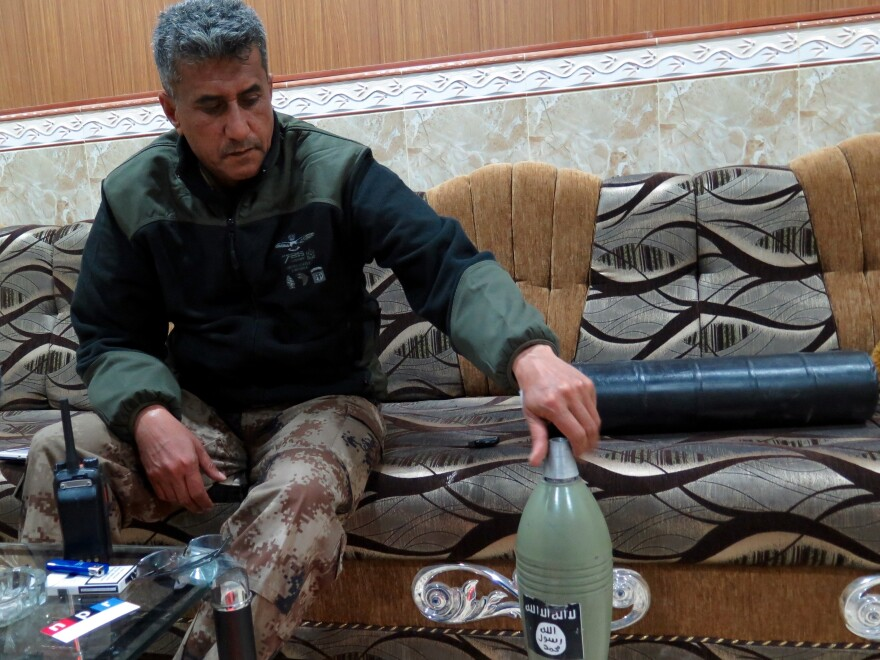 Iraqi Gen. Abdul-Wahab al-Saadi with a locally made mortar. It's almost indistinguishable from Iraqi army mortars apart from the black and white ISIS logo painted on it.