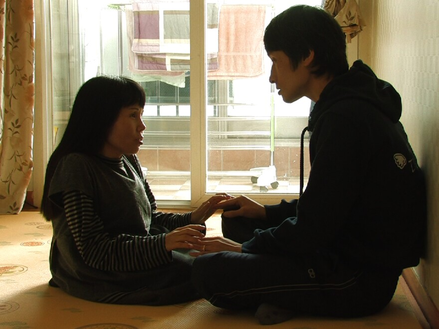 Soon-ho, who suffers from a spinal disability, helps Young-chan navigate his daily life, but prods him toward increasing independence. In one tense scene, she waits anxiously after sending him out for a day on his own.