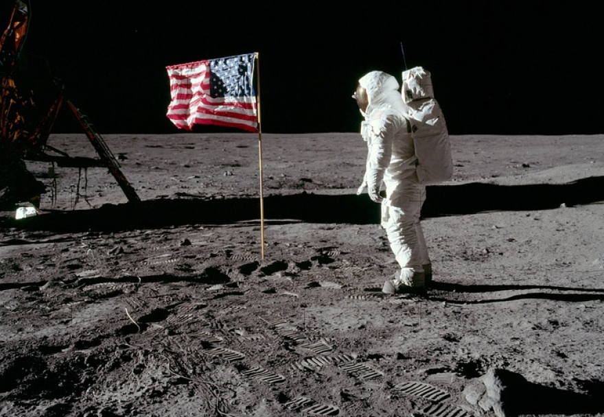 Moon Walk Buzz Aldrin.png
