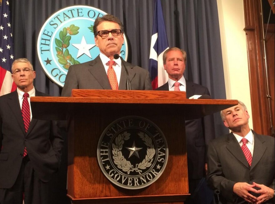 rick_perry_announces_national_guard_troop_deployment_140721.jpg