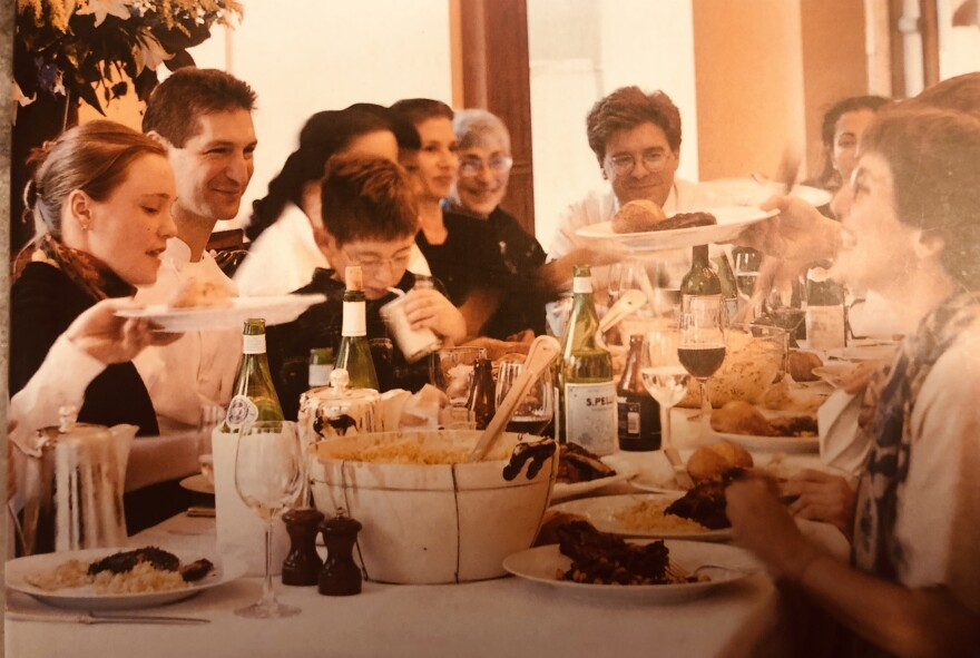 family_meal_photo_by_maria_robledo.jpg