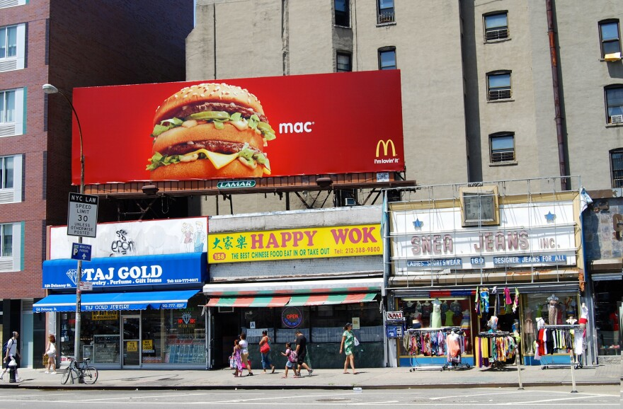 Exposure to visual food cues like food ads can influence eating behavior and contribute to weight gain, a study published in the journal <em>Obesity Reviews</em> found.