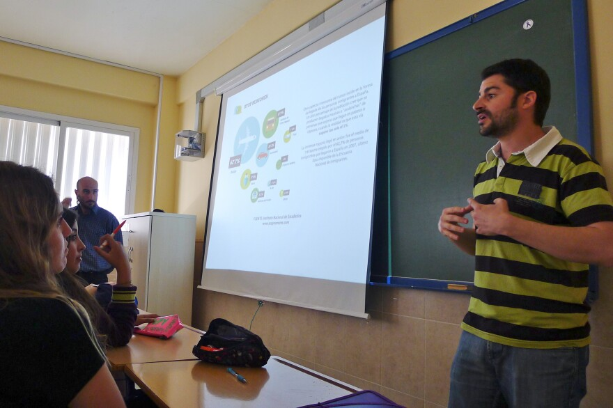 Juan Alberto Ruiz Casado speaks to high school students in Spain's Malaga province about challenging stereotypes of immigrants. Here he explains how most immigrants arrive in Spain by airplane — not by rubber raft.