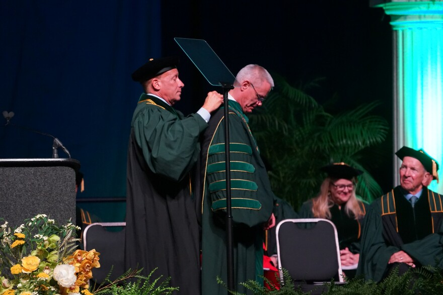 Jordan Zimmerman presents USF President Steven Currall with the Chain of Office.