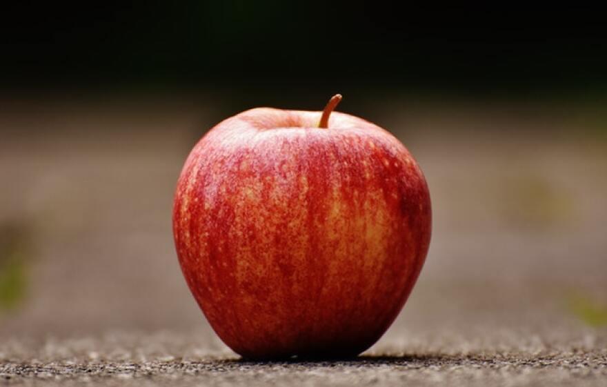 apple-blur-close-up-206959.jpg