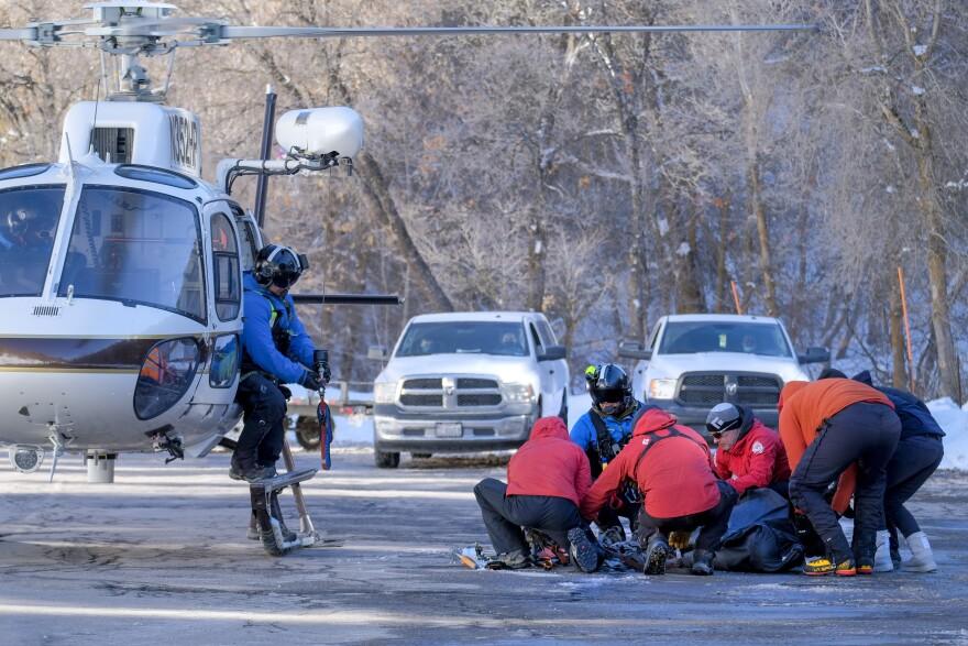 A photo of avalanche rescue crew unloading a body.