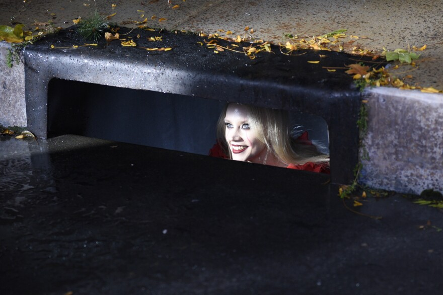 In an<em> It</em> spoof, Kate McKinnon returns as Kellyanne Conway-turned-Pennywise, this time haunting Anderson Cooper to get some airtime.