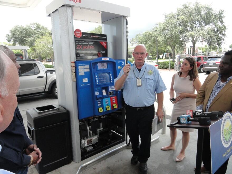 Gas pump skimmers