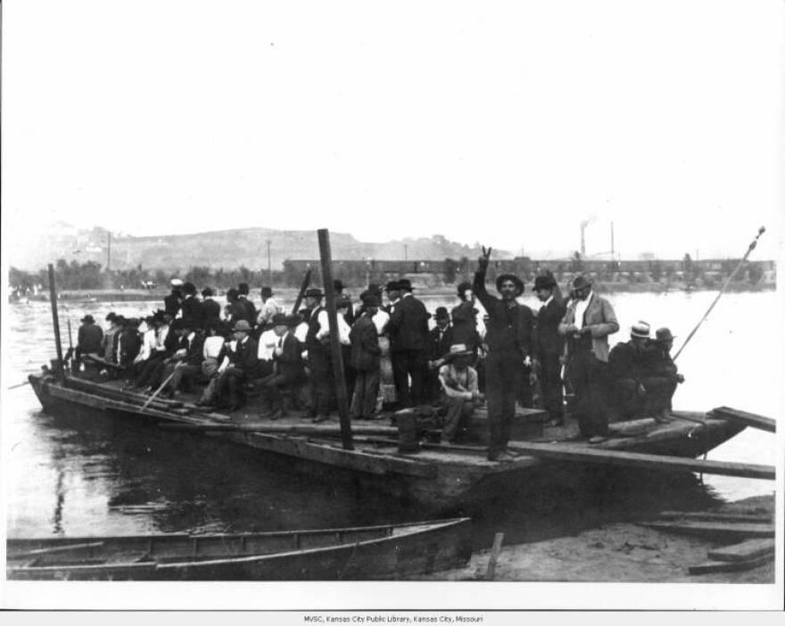 people_on_boat_1903.jpg