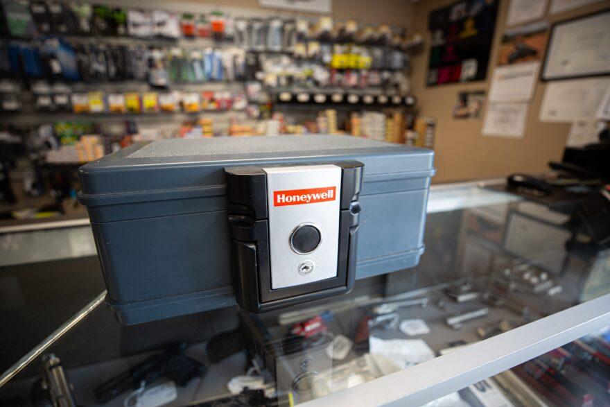 Safe-gun-storage-wnpr-ryan-lindsay-1600x1067.jpg