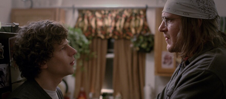 Jesse Eisenberg (left) plays journalist David Lipsky and Jason Segel plays David Foster Wallace in <em>The End of the Tour</em>.