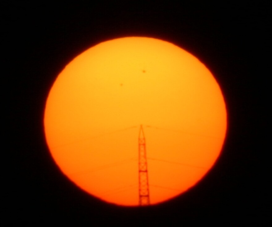 Sun_Orange_Pylon.jpg