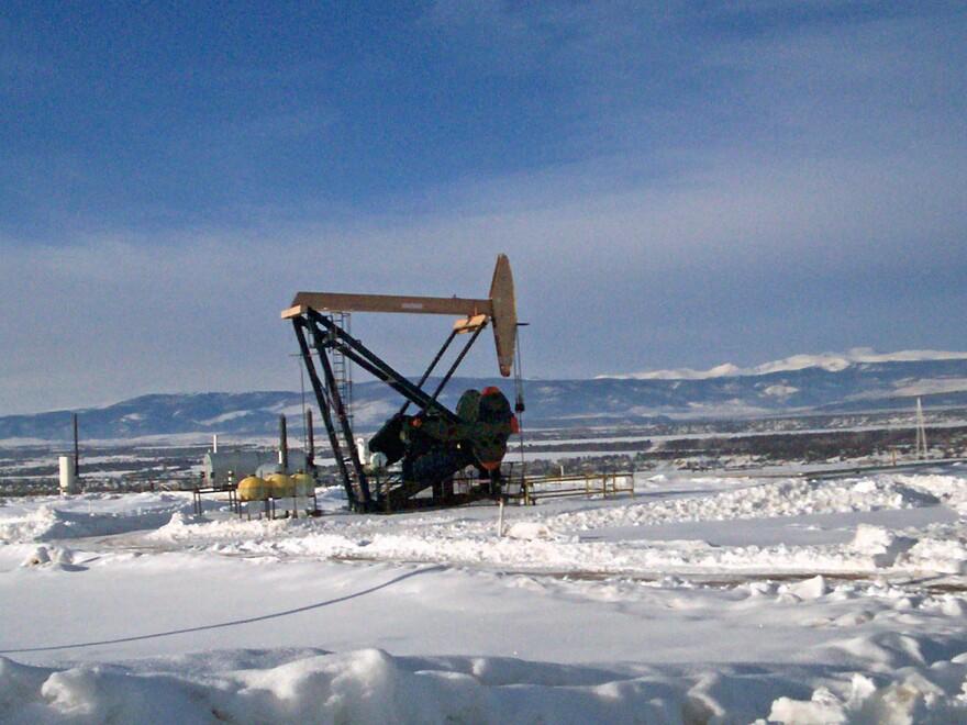 Photo of an oil pump.