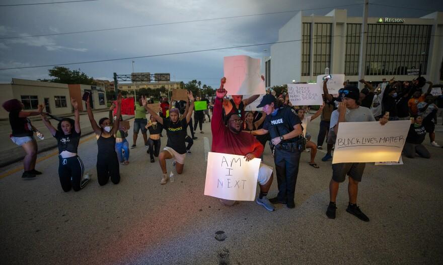 Naples Protest13.JPG