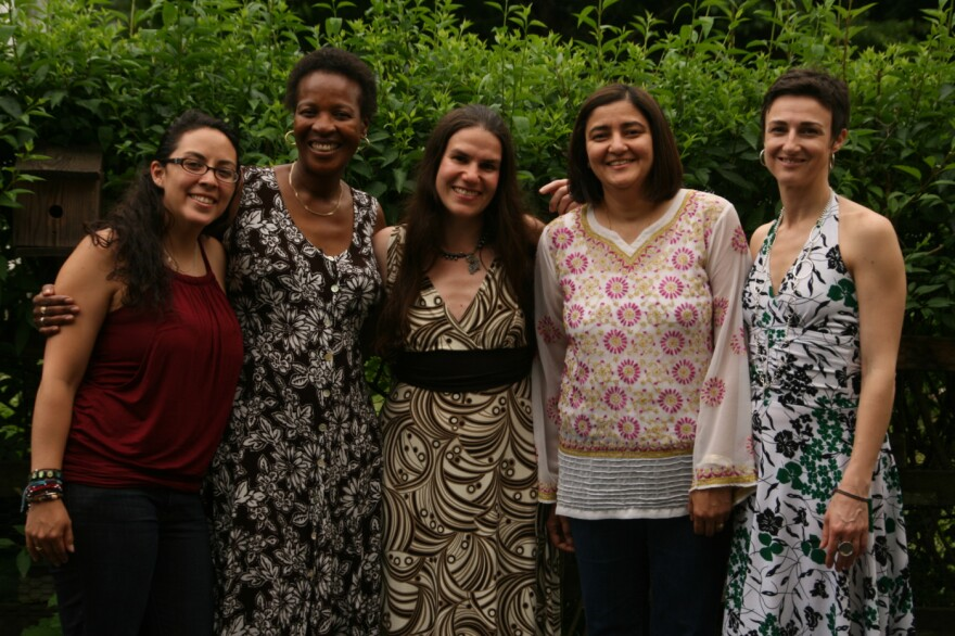 Daphnie, Teboho, Yatna, and Melainie with director Alexandra Hidalgo