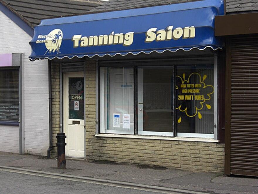 tanning_salon__wikimedia_.jpg