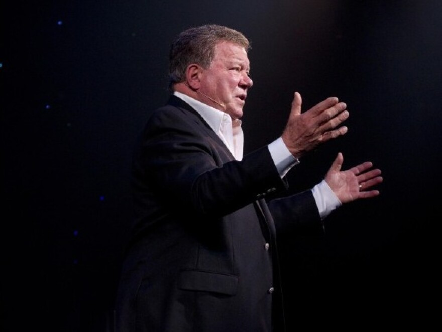 In his solo show, Shatner shares stories about his childhood, his father, and his lengthy acting career.