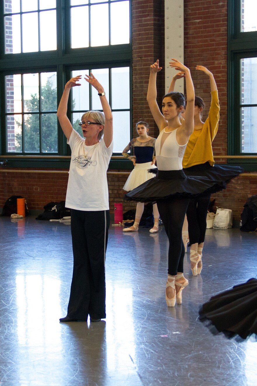 033018_mk_judith_fugate_leads_rehearsal_by_elizabeth_stehling_for_kansas_city_ballet.jpg