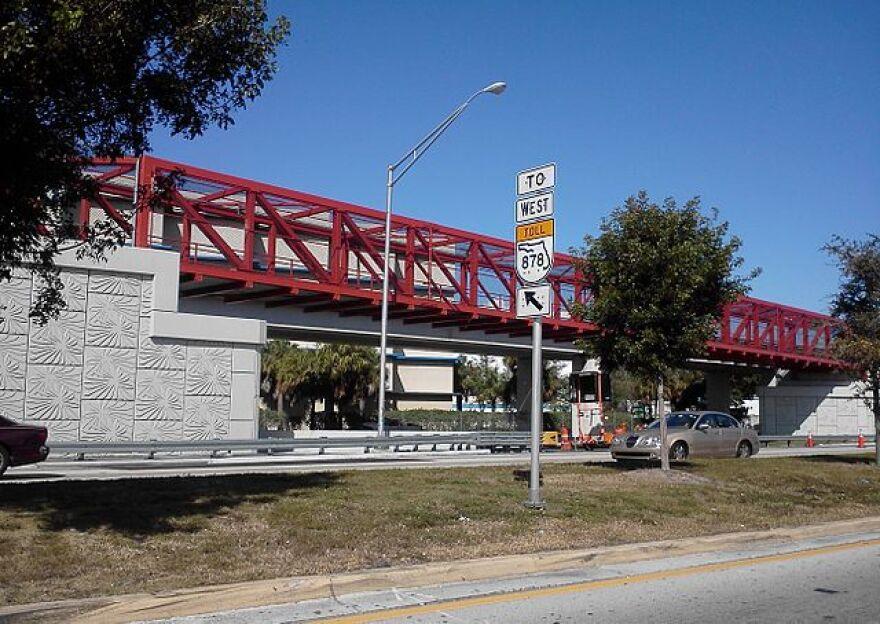 640px-MetroPath_Snapper_Creek_bridge.jpg