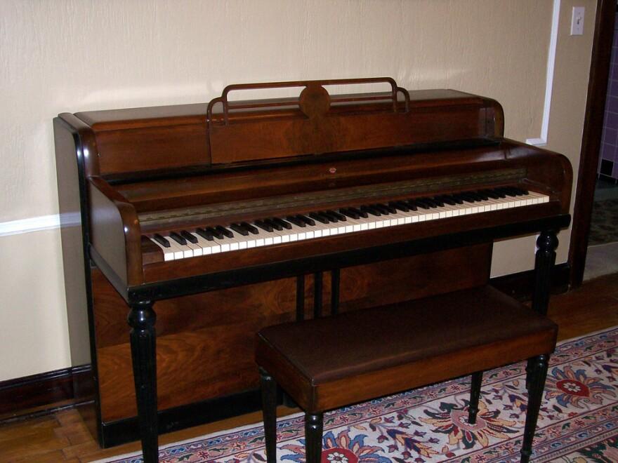Wurlitzer_spinet_piano_1.jpg