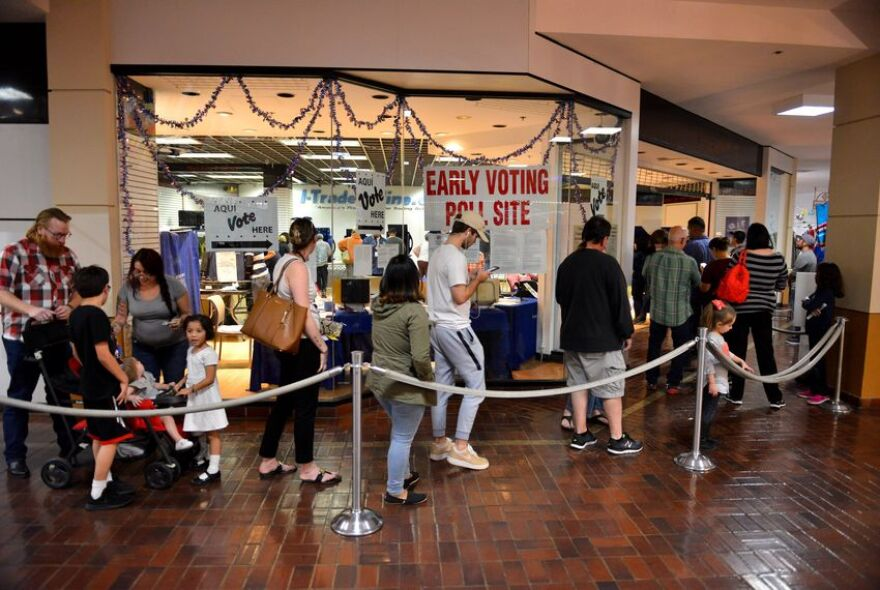 Early_voting_last_day_San_Antonio_2_RJ_TT.jpg