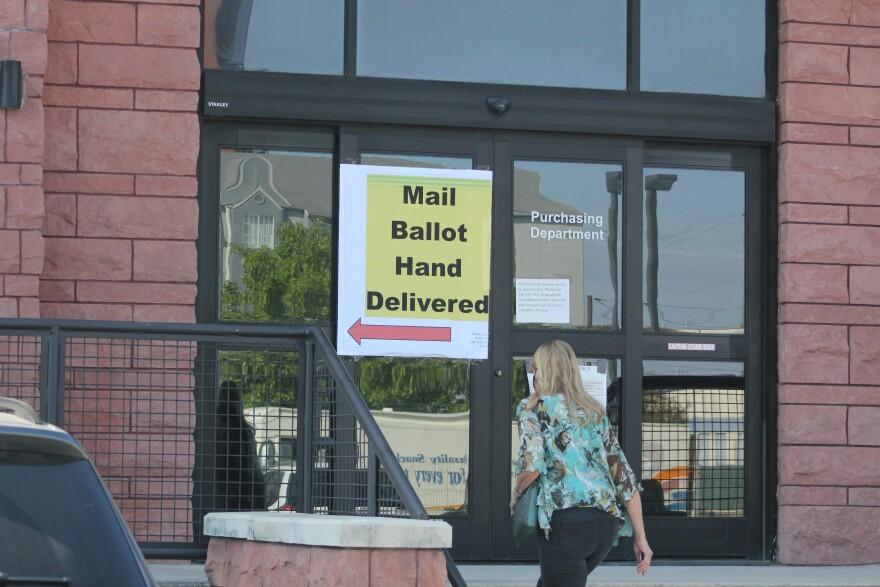mail-ballot-hand-delivered-bexar-county-election-2020-vote-ALMENDAREZ-10102020.JPG