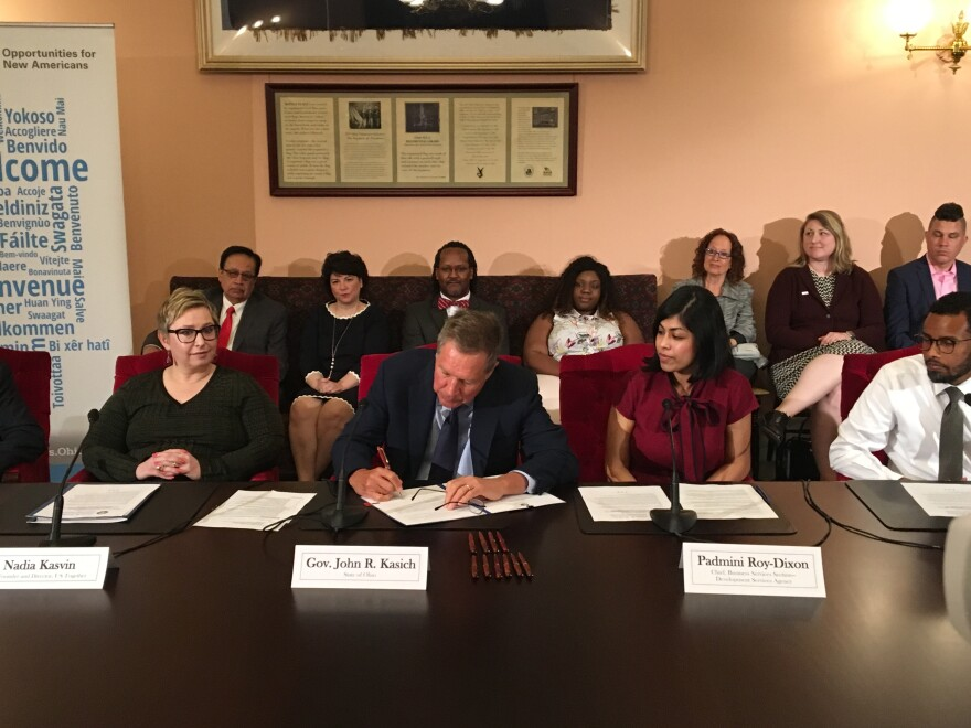 photo of Gov. Kasich signing executive order