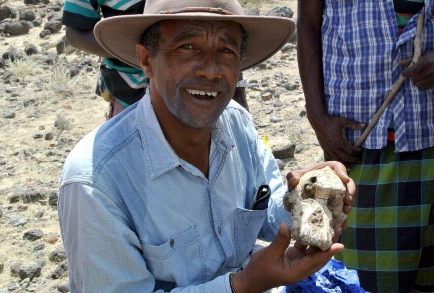 Haile-Selassie holding a skull