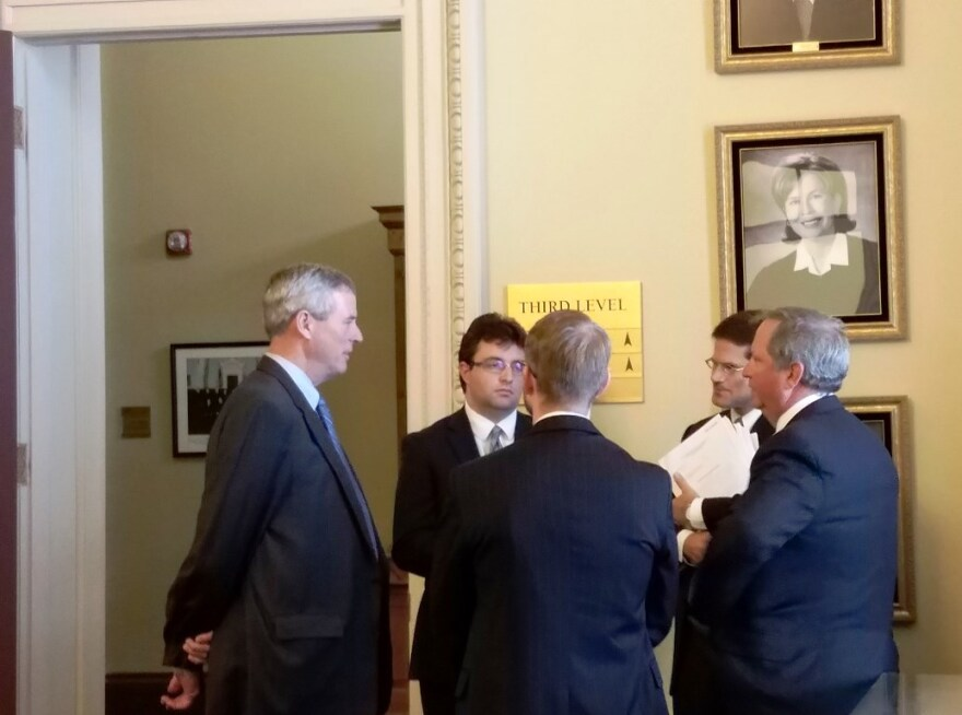 St. Louis County prosecutor Bob McCulloch (left) speaks with attorneys after oral arguments on Wednesday, Aug. 16, 2017.