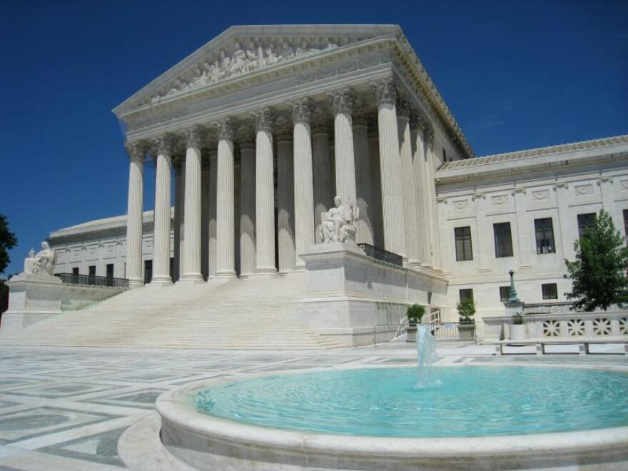 Oblique_facade_3,_US_Supreme_Court.jpg