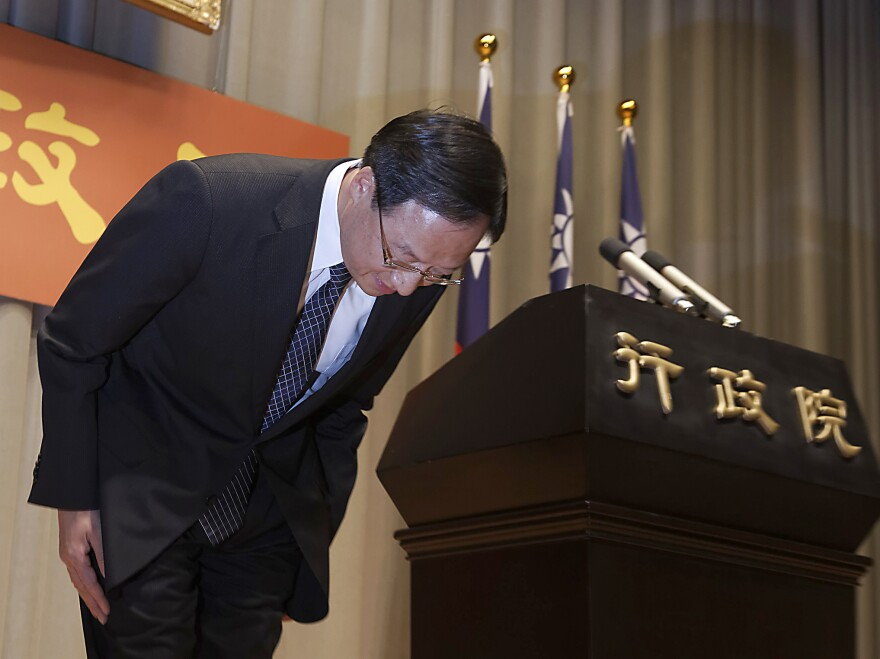 Taiwan Premier Jiang Yi-huah bows during a news conference in Taipei after the ruling Kuomintang (KMT) party was defeated in the local elections on Saturday.